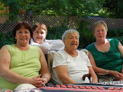 <FONT COLOR=#000099><h3>Sally (behind) with her Mother and Sisters</h3></FONT>
